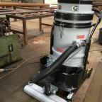 Spanen en stof opzuigen met stofzuiger voorzien van automatische filterschudder